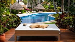 6 outdoor pools, free pool cabanas