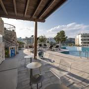 Bar en la piscina