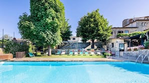 Seasonal outdoor pool, a rooftop pool, pool umbrellas, sun loungers
