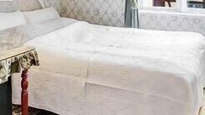 3 Schlafzimmer, Pillowtop-Betten, individuell dekoriert