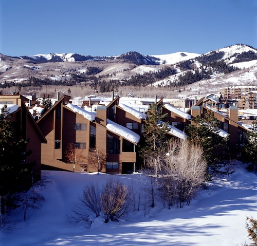Red Pine Condominiums by All Seasons Resort Lodging
