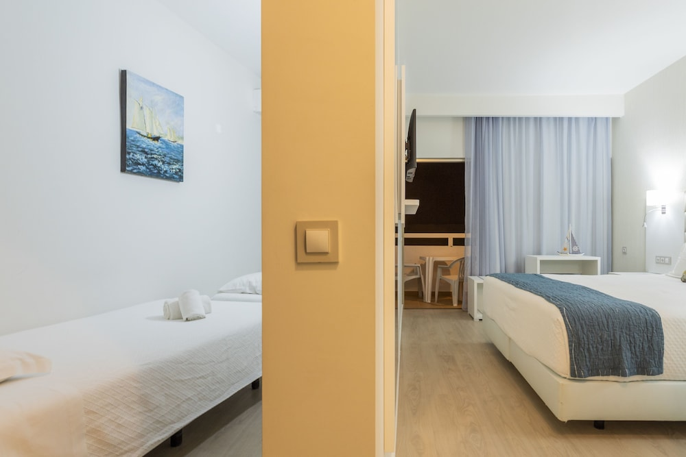 Room, Carvi Beach Hotel