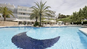 Indoor pool, outdoor pool, open 8:00 AM to 8:00 PM, pool loungers
