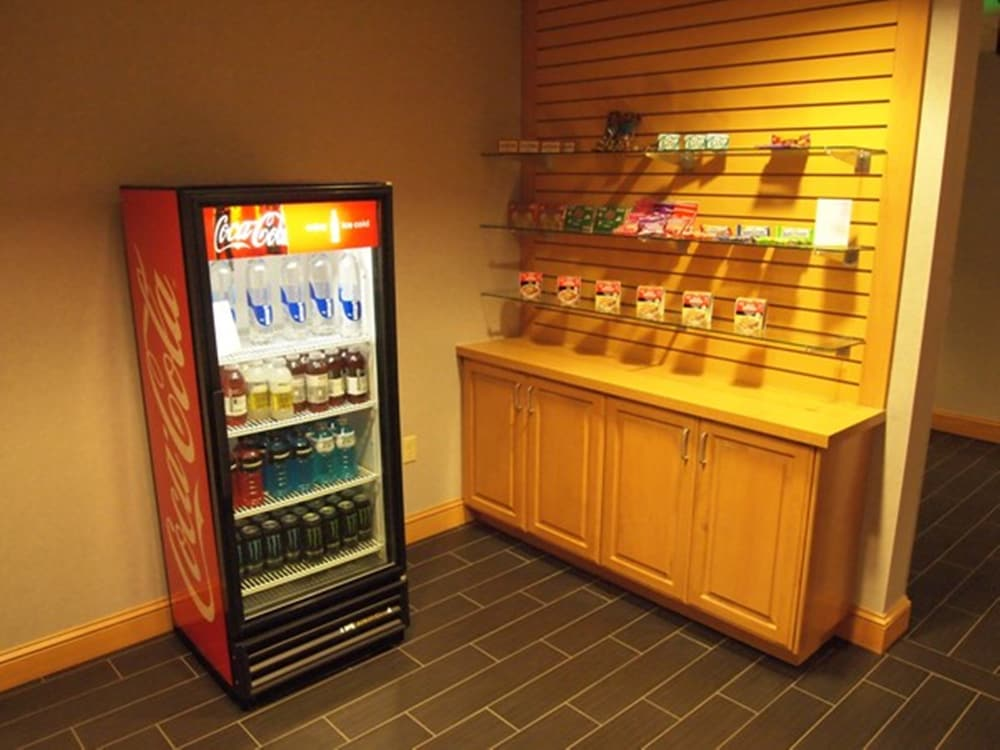 Gift Shop, Holiday Inn Express Hotel & Suites Boise West - Meridian