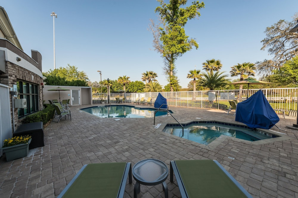 Pool, Holiday Inn Express Jacksonville - Blount Island, an IHG Hotel