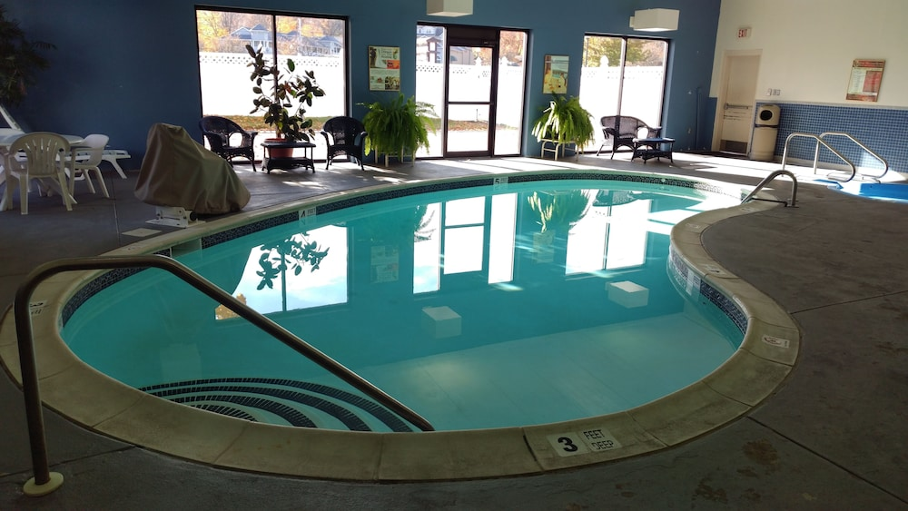 Indoor Pool, Fort William Henry Hotel and Conference Center