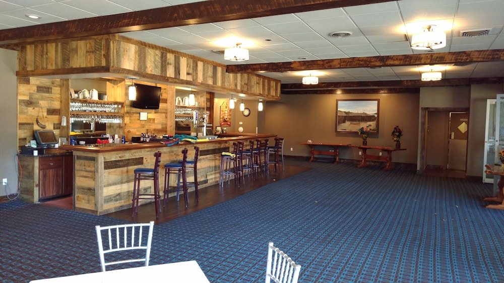 Bar, Fort William Henry Hotel and Conference Center