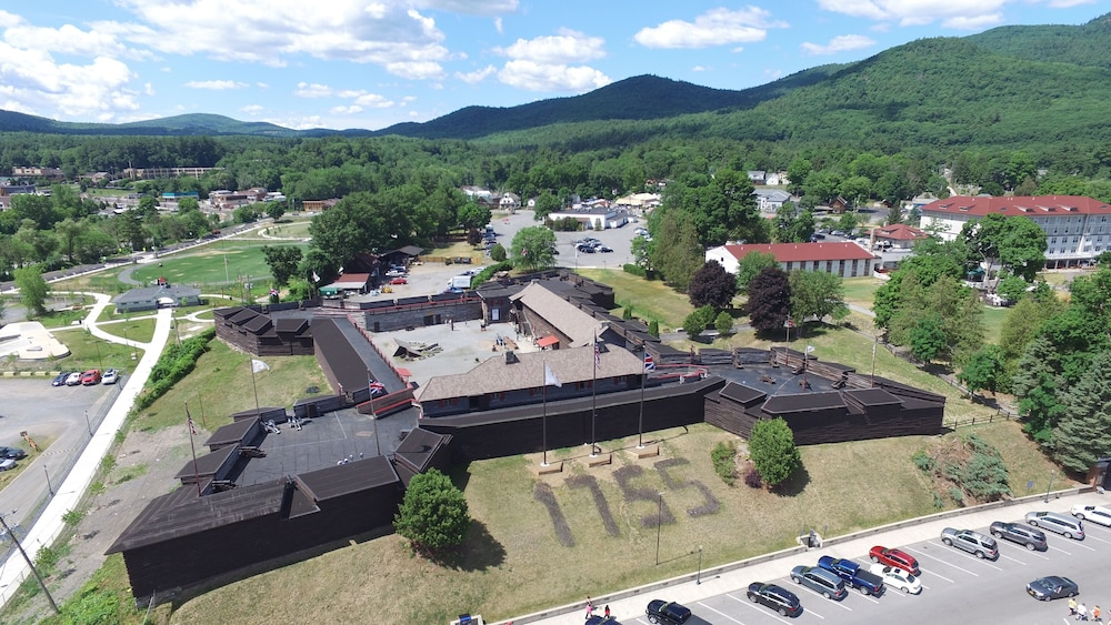 Fort william henry hotel and conference center lake george room prices reviews travelocity for Hotels in fort william with swimming pool