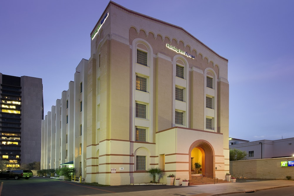 Exterior, Holiday Inn Express San Antonio N-Riverwalk Area, an IHG Hotel