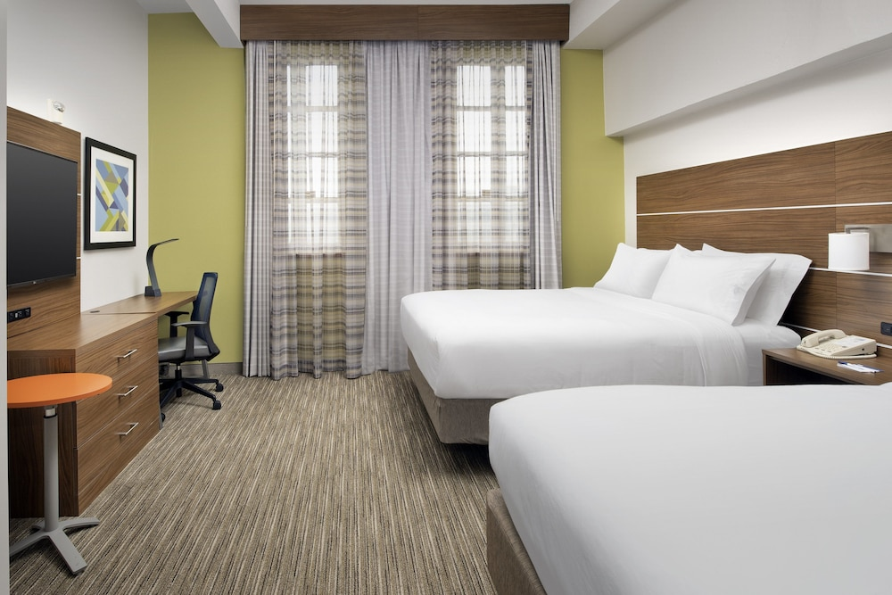 Room, Holiday Inn Express San Antonio N-Riverwalk Area, an IHG Hotel