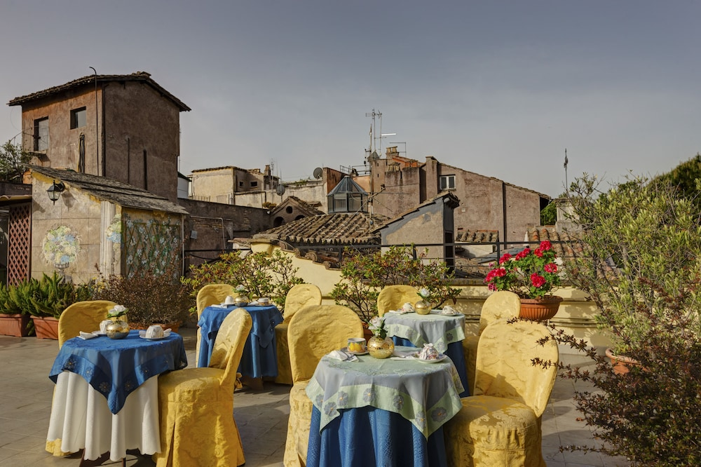 Outdoor Dining, Hotel Residenza in Farnese
