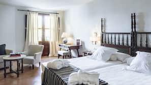 Minibar, caja fuerte, decoración individual y cortinas opacas
