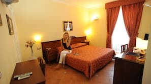 Biancheria in cotone egiziano, minibar, una cassaforte in camera