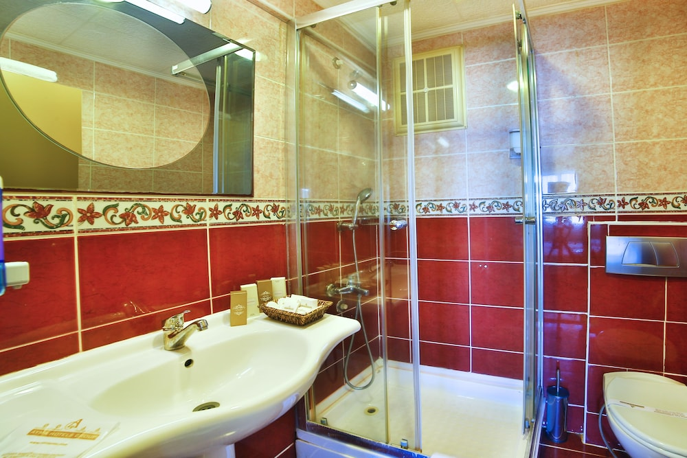 Bathroom, Hotel Grand Emin