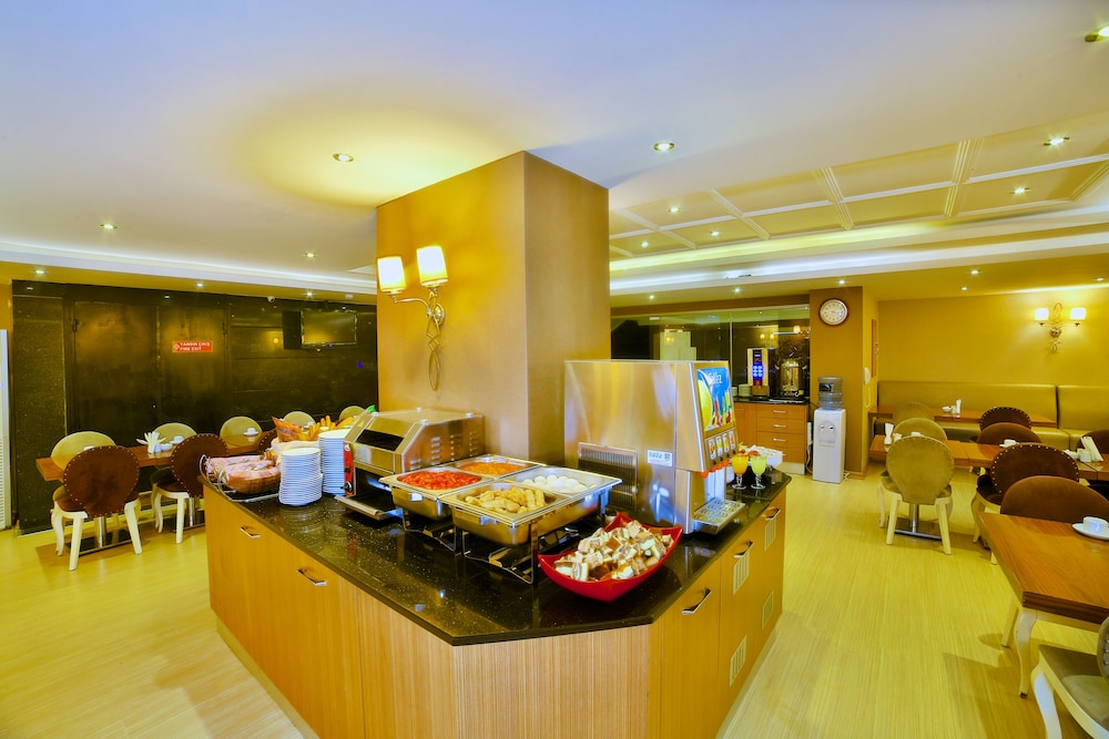 Breakfast buffet, Hotel Grand Emin