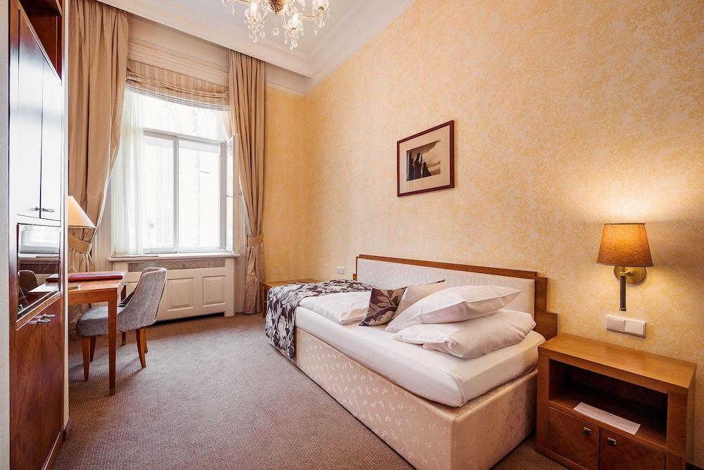 Ventana hotel prague prague cze expedia for Ventana hotel prague