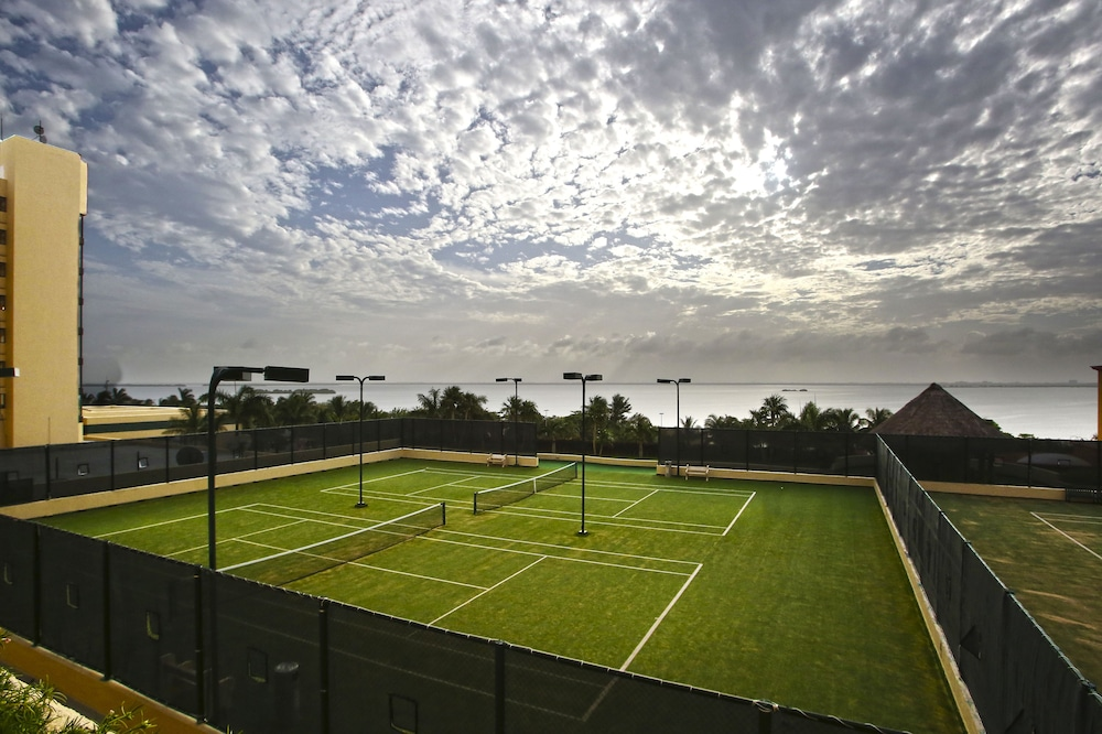 Tennis Court, The Royal Sands Resort & Spa All Inclusive
