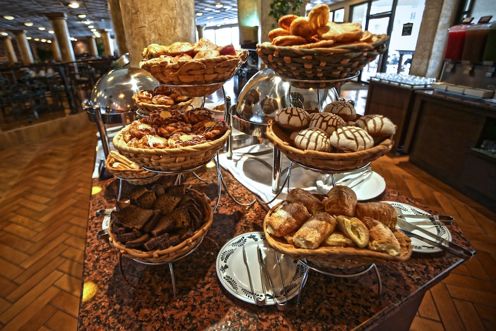 Breakfast buffet, The Royal Sands Resort & Spa All Inclusive