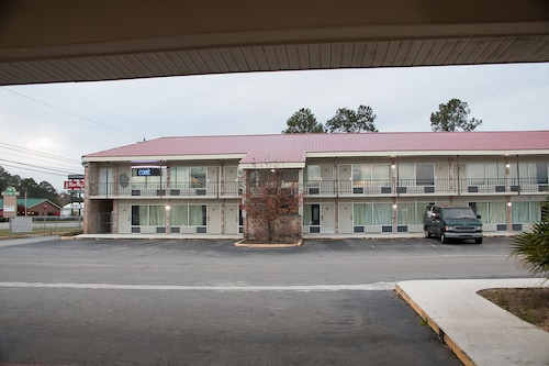 Great Place to stay Cocomo Inn and Suites near Moultrie