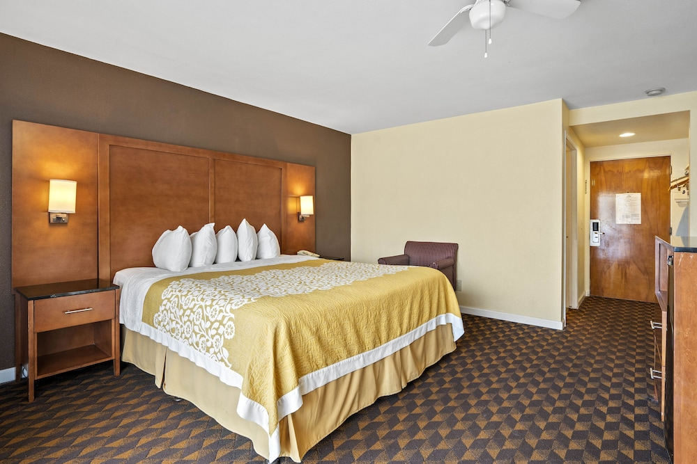 Room, Days Inn by Wyndham San Simeon
