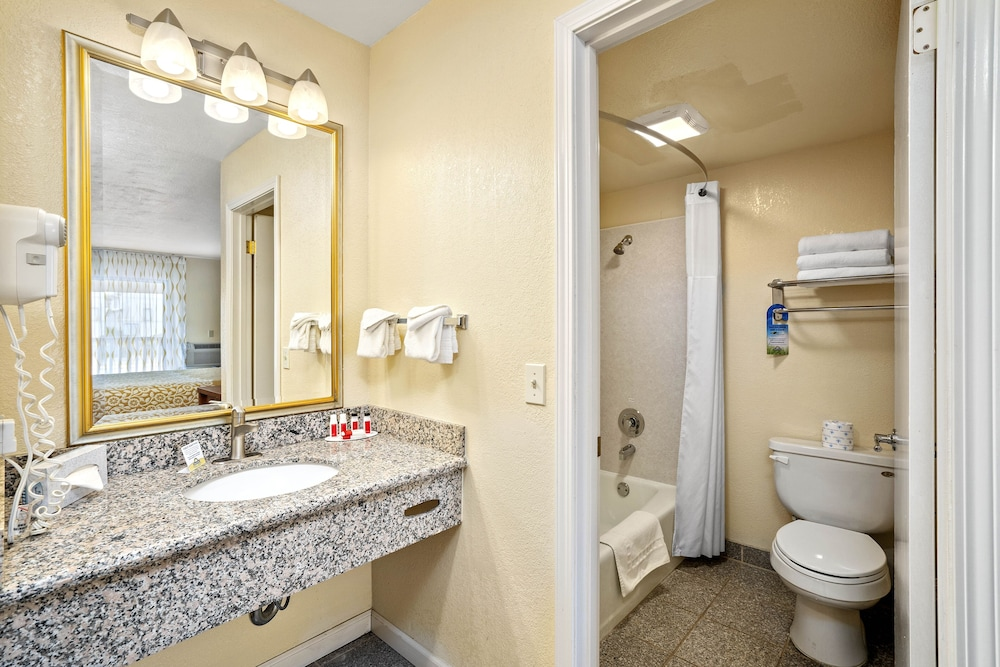 Bathroom, Days Inn by Wyndham San Simeon