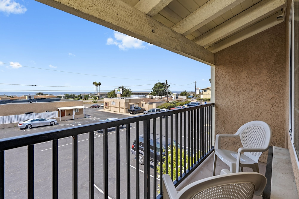 Balcony View, Days Inn by Wyndham San Simeon