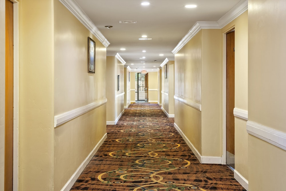 Hallway, Days Inn by Wyndham San Simeon