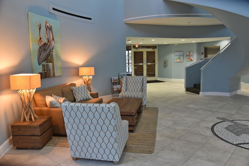 Lobby Lounge, Pelican Beach Resort & Conference Center