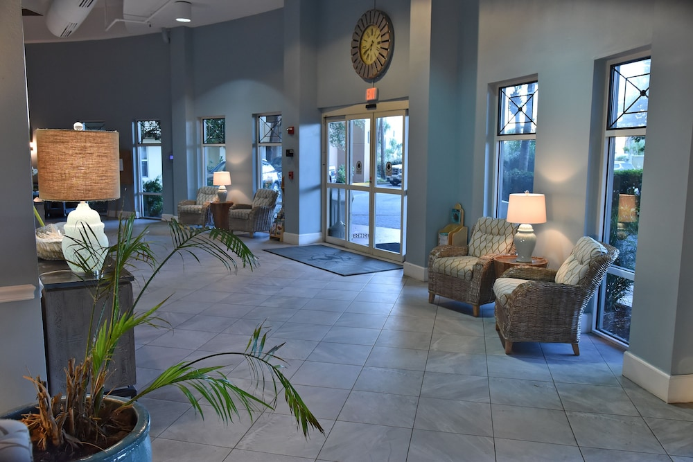 Lobby Sitting Area, Pelican Beach Resort & Conference Center