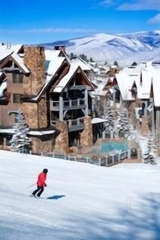 Snow and Ski Sports, Bachelor Gulch Village