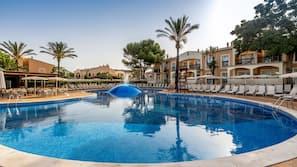 Piscina coperta, 5 piscine all'aperto