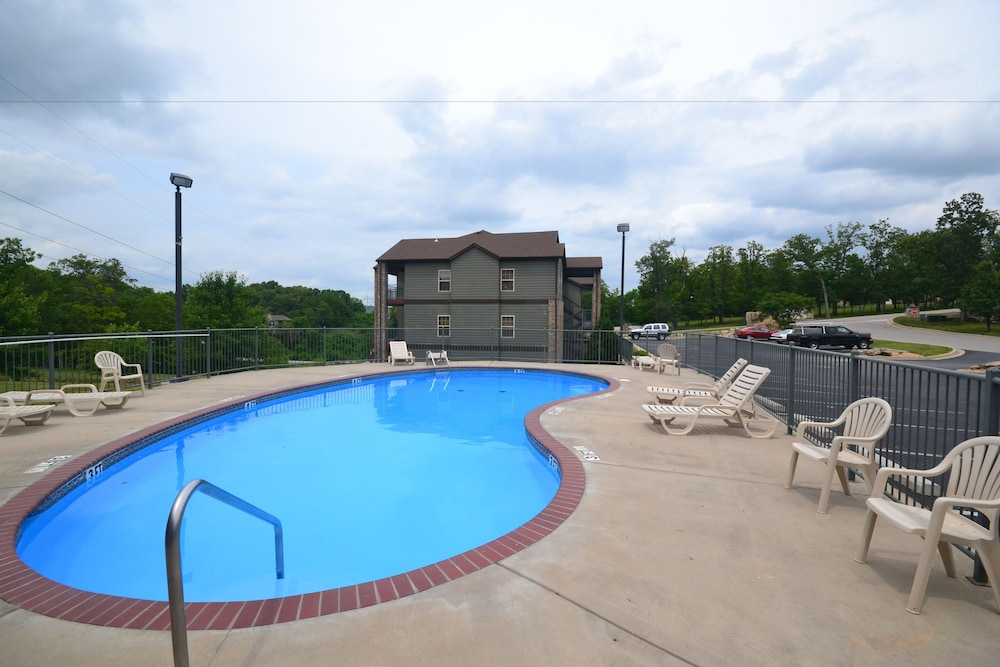 Outdoor Pool, StoneBridge Resort
