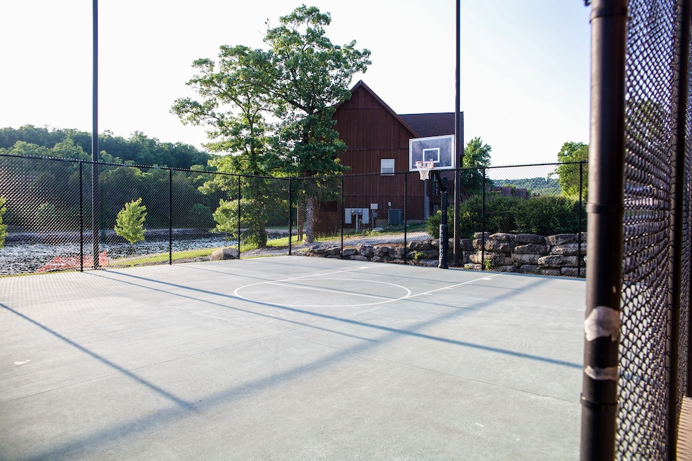 Basketball Court, StoneBridge Resort