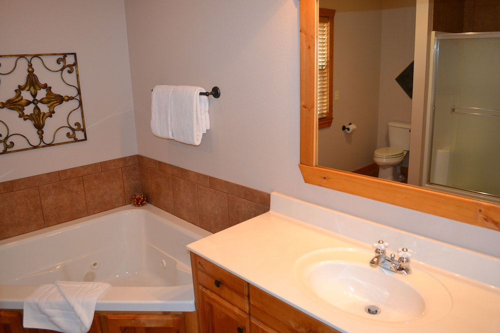 Bathroom, StoneBridge Resort