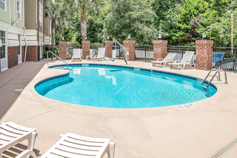 Pool, Comfort Suites Bluffton - Hilton Head Island
