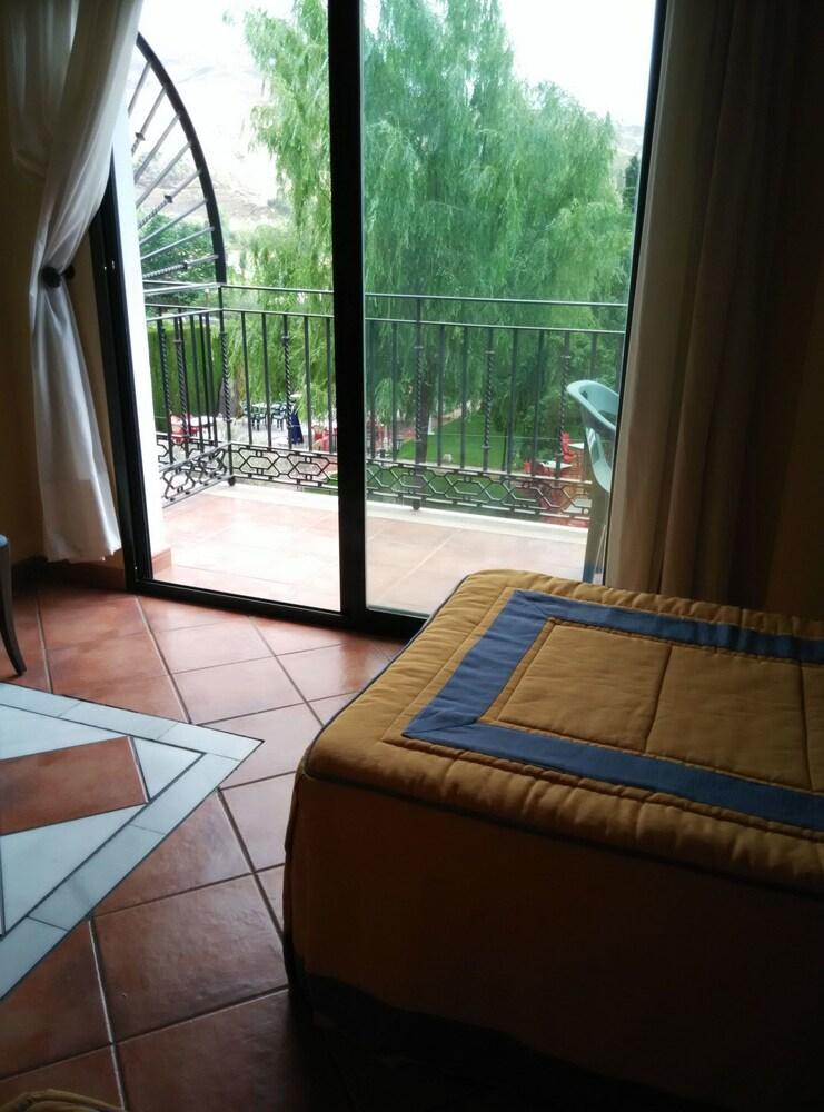 Hotel Calderon Cenes De La Vega Granada