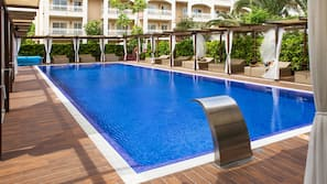 Piscina coperta, 4 piscine all'aperto