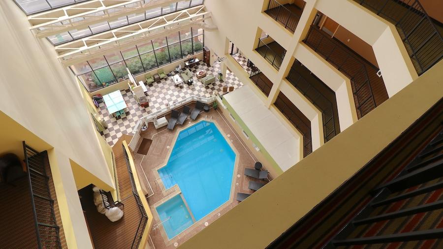 The Atrium Resort by VSA Resorts
