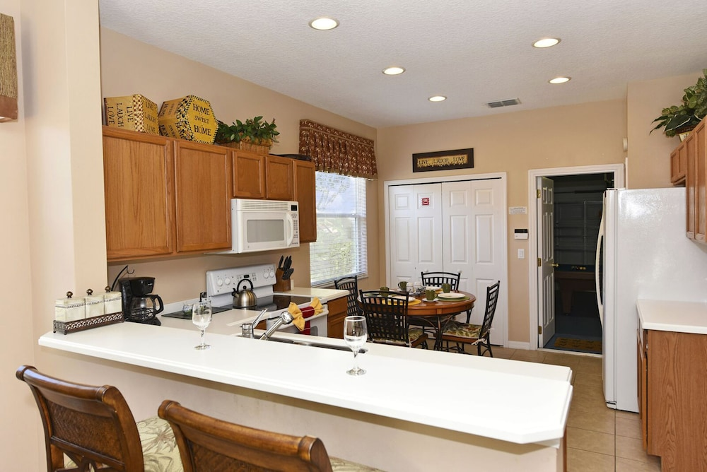 Private Kitchen, Homes4uu Vacation Homes Orlando