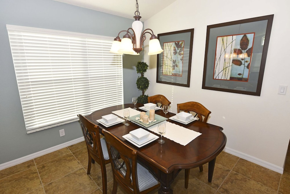 Family Dining, Homes4uu Vacation Homes Orlando