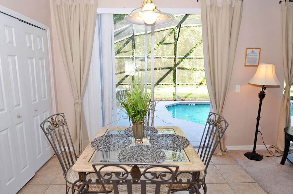 In-Room Dining, Homes4uu Vacation Homes Orlando