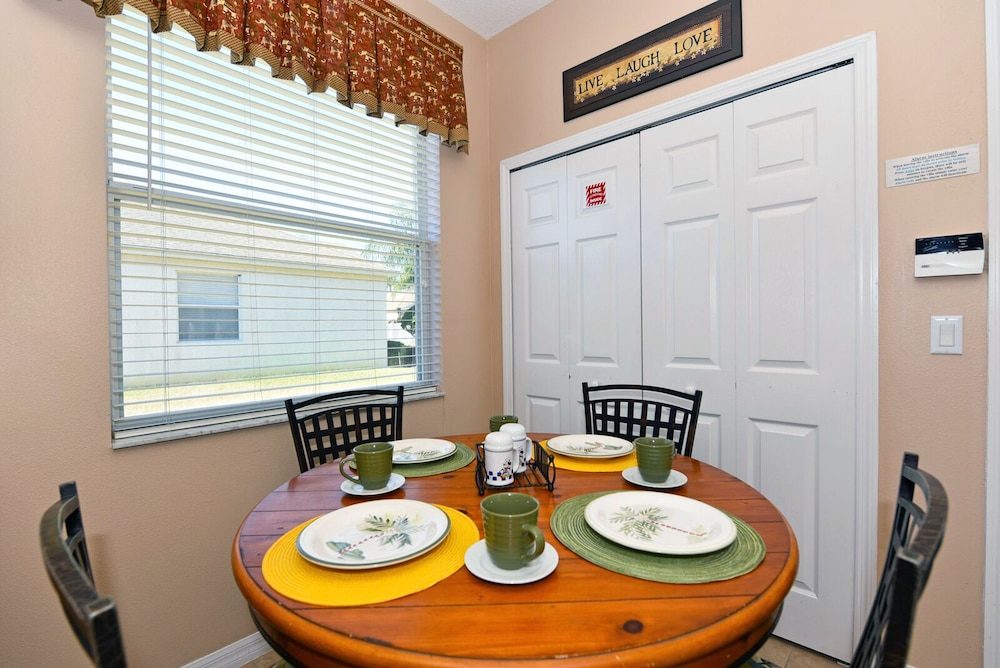 Breakfast Area, Homes4uu Vacation Homes Orlando