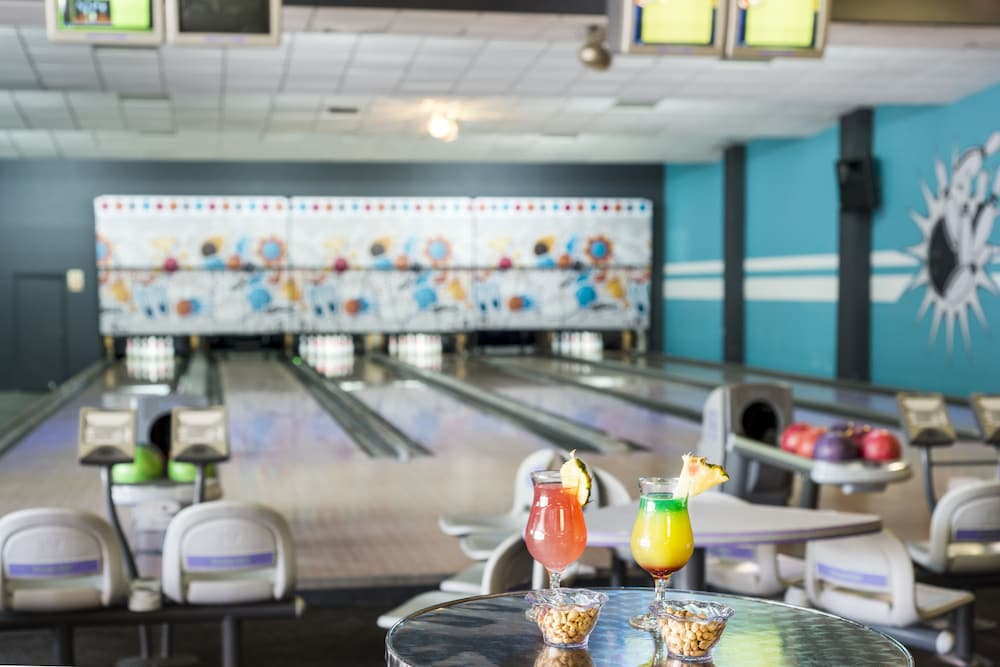 Bowling, Ocean Blue & Sand Beach Resort - All Inclusive
