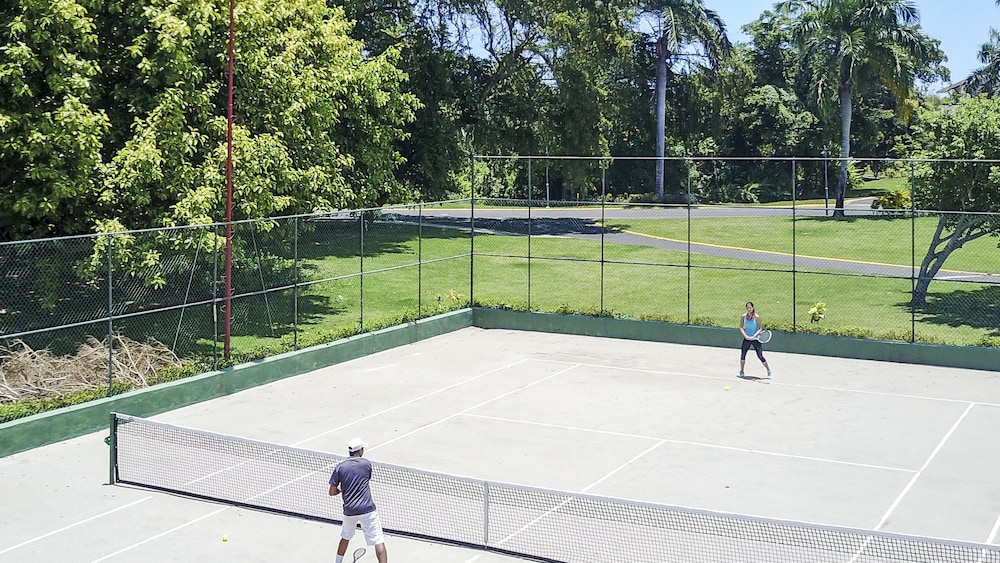 Tennis Court, Ocean Blue & Sand Beach Resort - All Inclusive