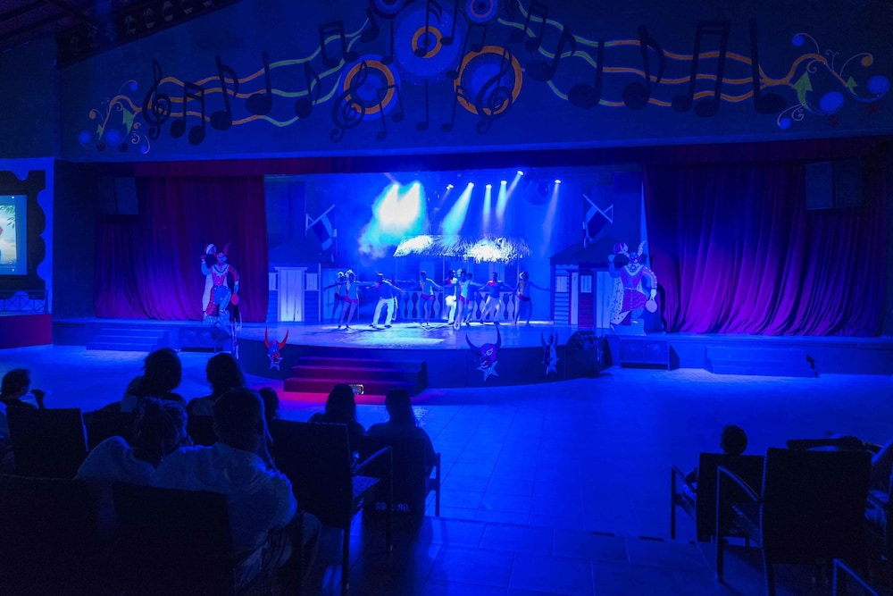 Theater Show, Ocean Blue & Sand Beach Resort - All Inclusive