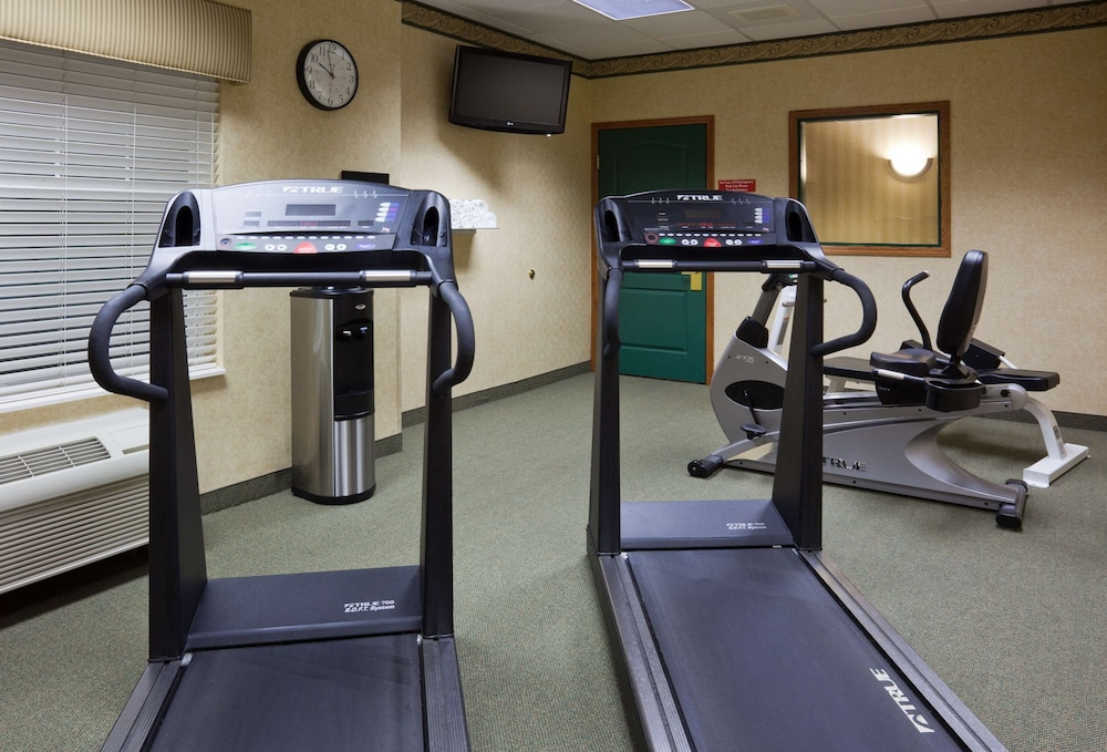 Fitness Facility, Country Inn & Suites by Radisson, Albertville, MN