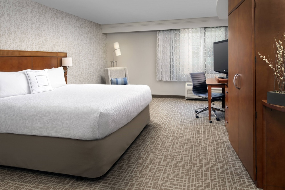 Room, Courtyard by Marriott Tacoma Downtown