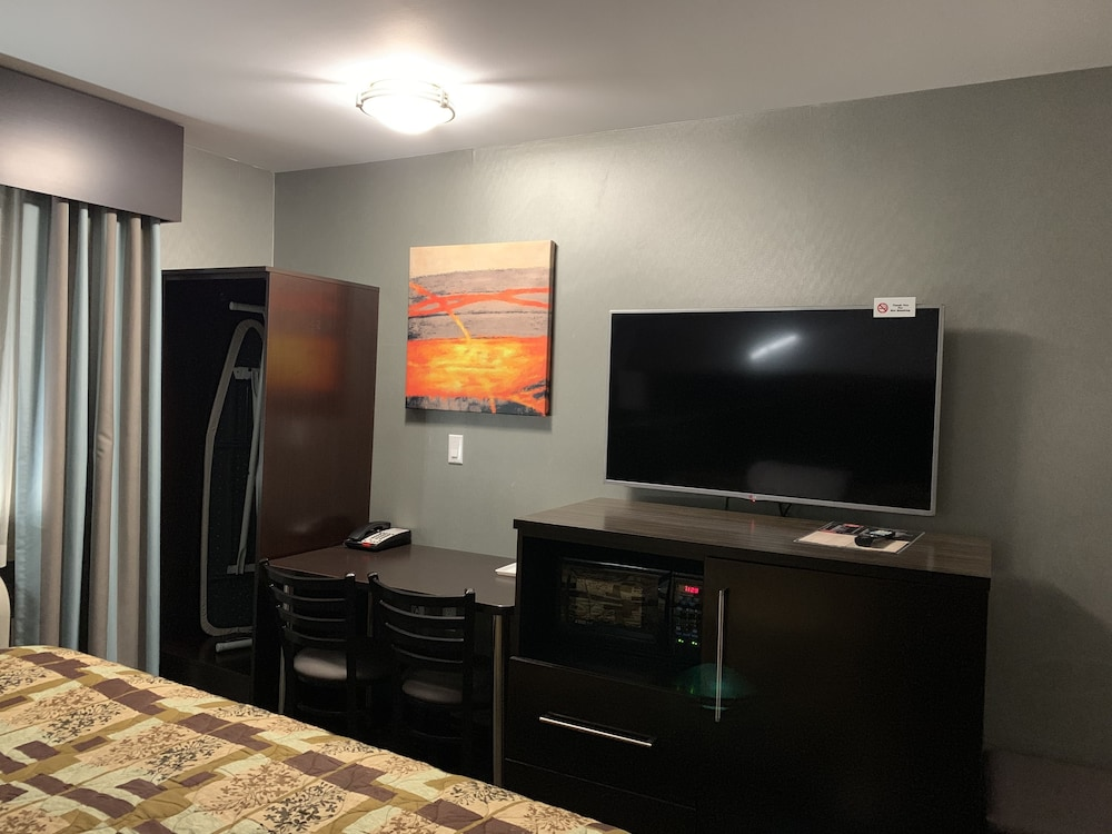 In-Room Business Center, Red Carpet Inn Elmwood Park