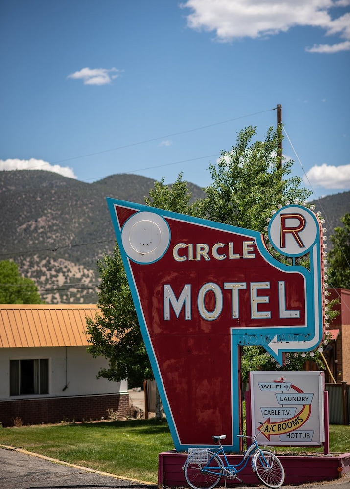 Property Grounds, Circle R Motel