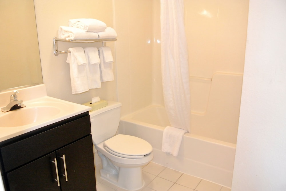 Bathroom, Candlewood Suites Washington Dulles Sterling